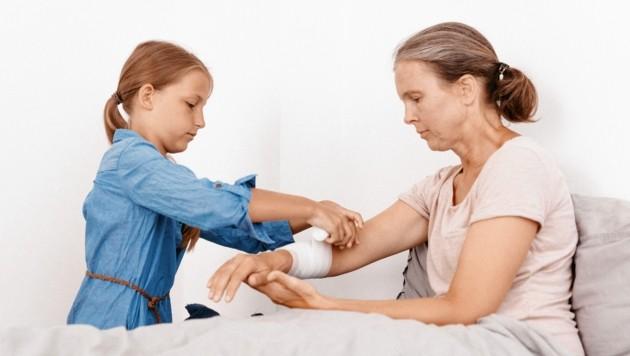 Tausende Kinder und Jugendliche in unserem Land kümmern sich um Verwandte, wenn diese krank sind (Symbolbild). (Bild: Johanniter/N. Studeny)