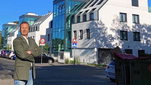 Klötze in der Elisabethallee: FPÖ-Gemeinderat Günter Kasal (FPÖ) brachte Anzeige ein. (Bild: Günter Kasal)