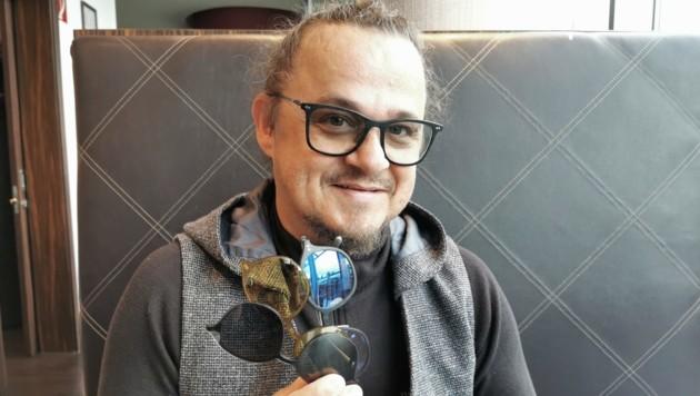 Walter Janus ist der kreative Kopf hinter der Brillenmarke. (Bild: Barbara Kneidinger)