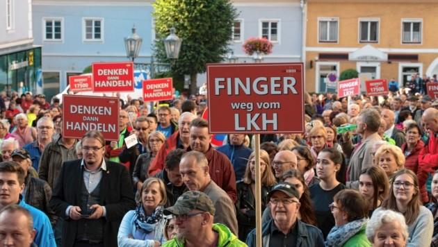 Demonstration in Rottenmann gegen das Leitspital im Bezirk Liezen