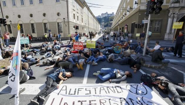 """Zum """"Aufstand statt Untergang"""" riefen die Aktivisten auf (Bild: Tschepp Markus)"""