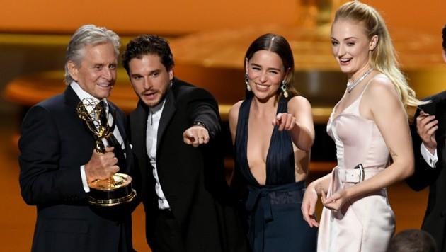 """Schauspieler Michael Douglas überreichte den Preis für die beste Dramaserie für """"Game of Thrones"""". (Bild: 2019 Getty Images)"""