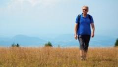 Hubert Urach beim Wandern hinauf aufs Kleinalpl, dem Bergziel beim ersten Lavanttaler Musikwandertag am 5. Oktober (ab 10 Uhr). (Bild: Wallner Hannes/Kronenzeitung)