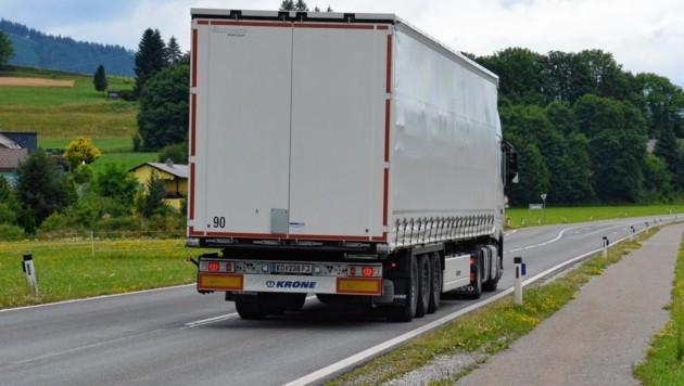 Viele Sattelschlepper fahren über das Alpl - und verursachen dabei immer wieder Verkehrsstörungen.