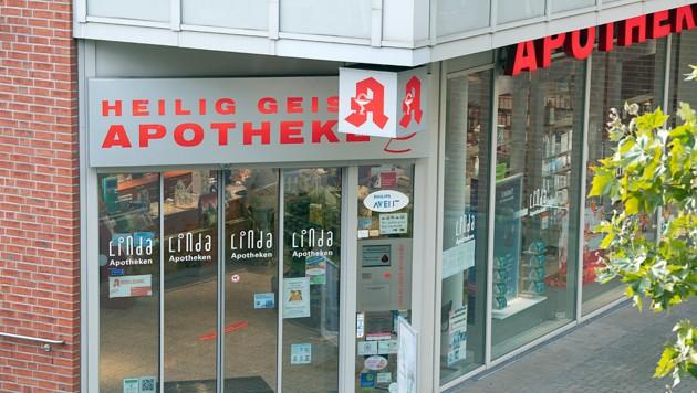 In dieser Kölner Apotheke besorgte sich die später Verstorbene das Glukosepräparat, das ihr von einem Arzt verschrieben worden war. (Bild: APA/dpa/Federico Gambarini)
