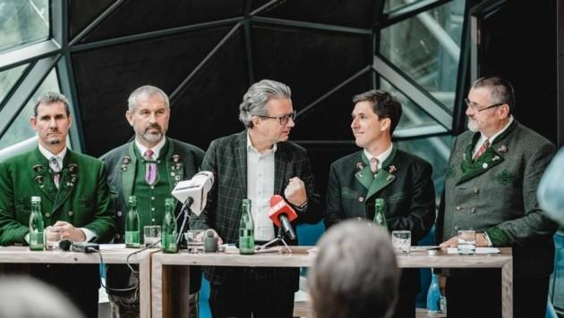 Bgm. Gerald Loitzl (Altaussee), Bgm. Franz Frosch (Bad Aussee), LR Christopher Drexler, Bgm. Franz Steinegger (Grundlsee), Bgm. Klaus Neuper (Bad Mitterndorf) (Bild: Anna Purkarthofer)