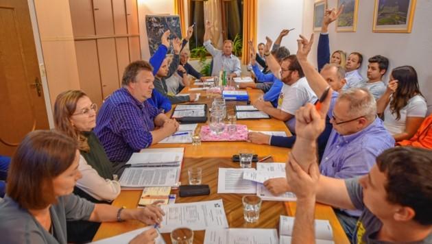 Mit zwölf zu zwei Stimmen sowie einer Enthaltung wurde für die Umwidmung für die Kinder-Reha in Wiesing votiert.
