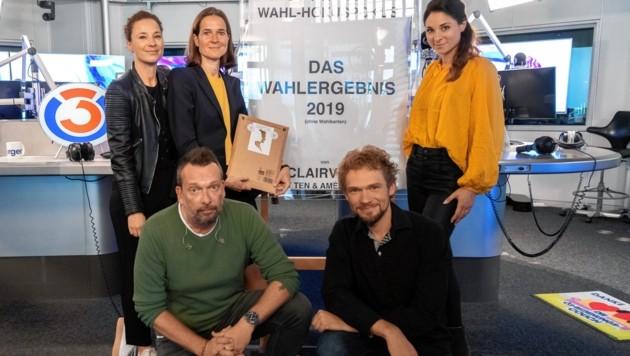 Die Clairvoyants (re.) rollten das Wahlergebnis ins Studio. (Bild: Brenek Malena)