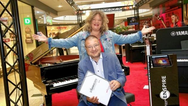Gesangstrainerin Anja Glüsing und Center-Manager Ernst Hofbauer laden ein. (Bild: Evelyn Hronek)