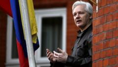 """Julian Assange war sieben Jahre lang ein """"Gefangener"""" der ecuadorianischen Botschaft. Seit 2019 sitzt er in einem britischen Gefängnis. (Bild: APA/AFP/Daniel LEAL-OLIVAS)"""