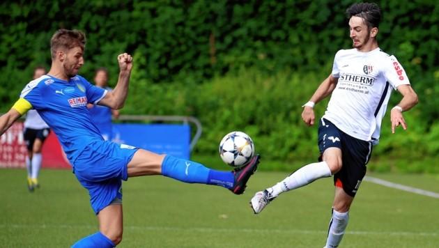 Zell mit Kapitän Hartl (li.) feierte eine 10:0-Torgala gegen Puch. (Bild: Andreas Tröster)