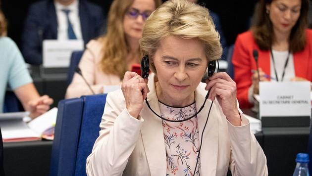 Zwei Mal wurden zwei Kandidaten von Ursula von der Leyen vom EU-Parlament abgelehnt. (Bild: AP)