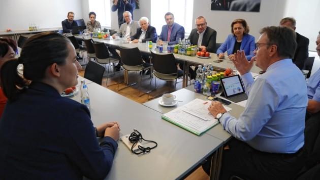Der ÖVP-Landesparteivorstand analysierte das Wahlergebnis noch einmal und stellte die Weichen für den Bundesparteivorstand (Bild: Christof Birbaumer / Kronenzeitung)