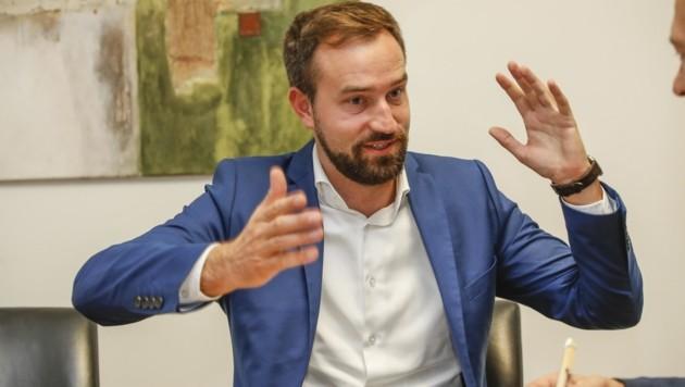 Verkehrslandesrat Stefan Schnöll (ÖVP) drückt auf´s Tempo. (Bild: Tschepp Markus)
