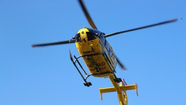 Die Salzburgerin wurde ins Spital geflogen. (Bild: Juergen Radspieler)