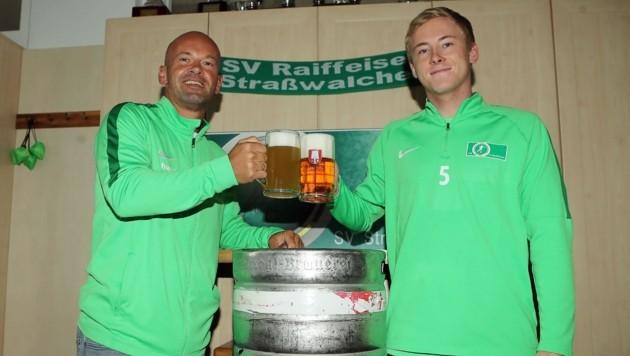 Straßwalchen-Sportdirektor Markus Chudoba (li.) mit David Schörghofer (Bild: krugfoto/Krug Daniel sen.)