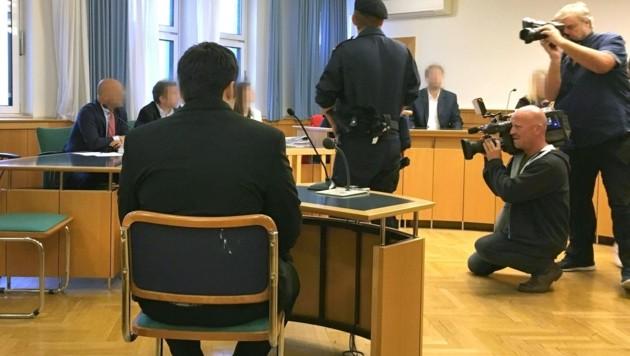 Einer der Angeklagten (Bild: APA/ALEXANDER FECHTER)