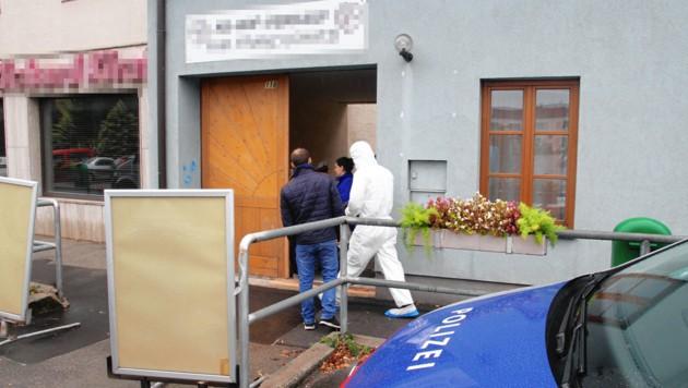 Die Leiche eines 61-jährigen Landwirts wurde auf dessen Hof nahe Wien entdeckt. Er fiel einem Gewaltverbrechen zum Opfer. (Bild: Andi Schiel)
