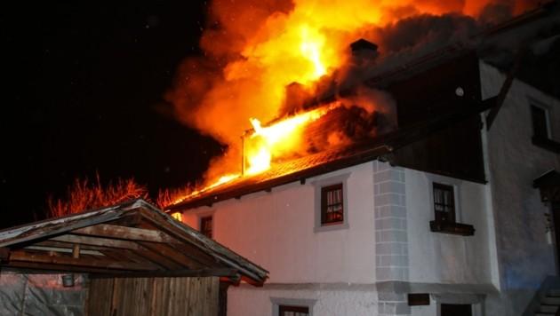 Der Brand in Mils (Bild: LIEBL Daniel | zeitungsfoto.at)