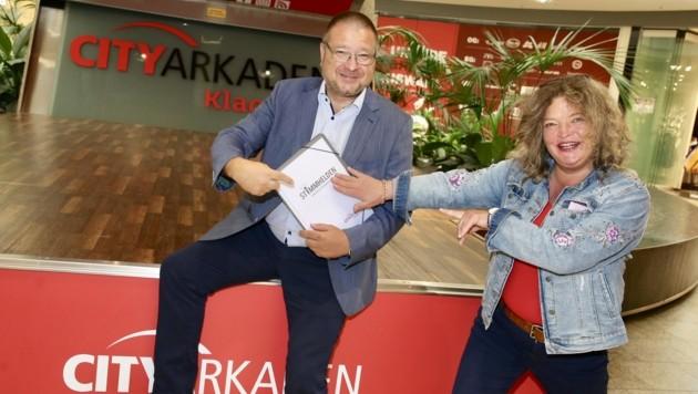 Anja Glüsing mit Center-Manager Ernst Hofbauer freuen sich. (Bild: Evelyn Hronek)