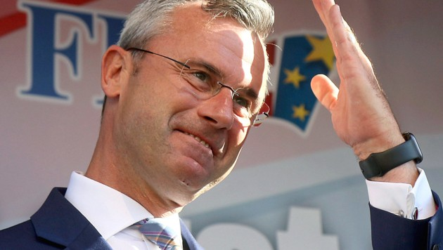 FPÖ-Chef Norbert Hofer wurde ein Namensvetter auf der FPÖ-Kandidatenliste zum Verhängnis. Viele Vorzugsstimmen, die wohl ihm gegolten haben, wurden nicht gezählt. (Bild: AP)