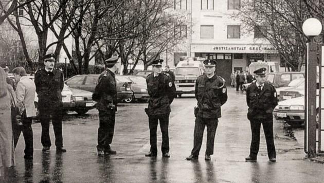 Niemals wird die Stadt Graz die Geschichte rund um die Geiselnahme am 14. 11. 1996 in der Justizanstalt Karlau vergessen. (Bild: Krone-Archiv)
