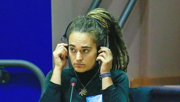 Carola Rackete im Innenausschuss des EU-Parlaments (Bild: APA/AFP/Aris Oikonomou)