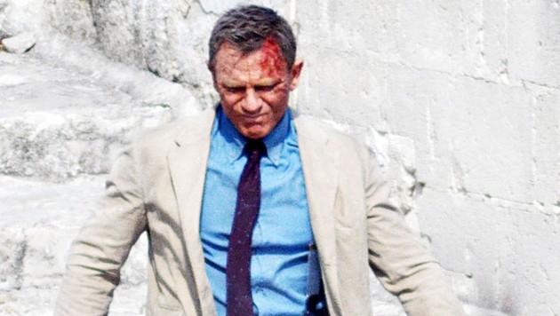 """Daniel Craig blutüberströmt bei den Dreharbeiten zum Bond-Film """"Keine Zeit zu sterben"""" in Italien. (Bild: www.PPS.at)"""