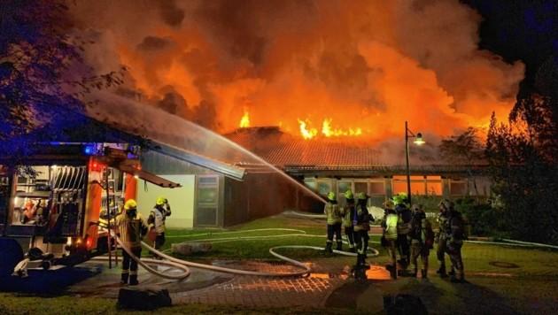 In der Schule bzw. dem Asthmazentrum Buchenhöhe in Berchtesgaden brach um 2.40 Uhr nachts ein Brand aus. (Bild: Tschepp Markus)