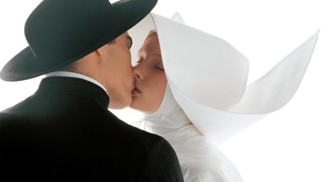 Ach du heilige... Mit küssenden Geistlichen sorgte Toscani für Aufsehen. (Bild: atelierjungwirth.com/oliviero toscani)