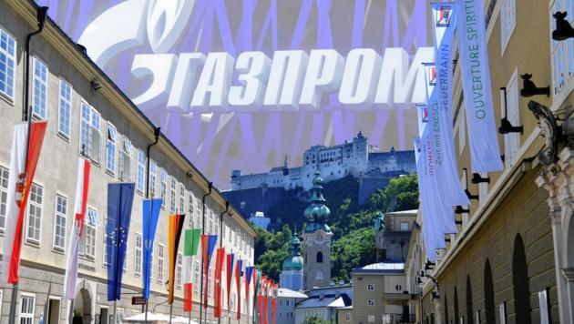 Gazprom über den Festspielfahnen in der Hofstallgasse mit Blick auf die Festung. (Bild: BARBARA GINDL / APA / picturedesk.com)