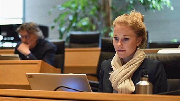 Die Südtiroler Landtagsabgeordnete Jasmin Ladurner wurde im Internet sexistisch beleidigt. (Bild: Screenshot/Instagram)