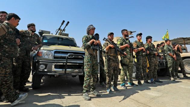 Soldaten der kurdischen Volksverteidigungseinheiten (YPG) in Nordsyrien (Bild: APA/AFP/Delil SOULEIMAN)
