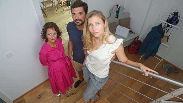 Erstkäuferin Adele L. (li.) zog nach sechs Monaten aus. Jetzt wollen Thomas H. und Sabine F. die Wohnung loswerden. (Bild: Peter Tomschi)