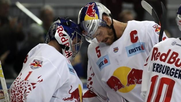 Goalie Lamoureux und Doppeltorschütze Raffl (re.), der wie Herburger drei Scorerpunkte erzielte. (Bild: Tröster Andreas)