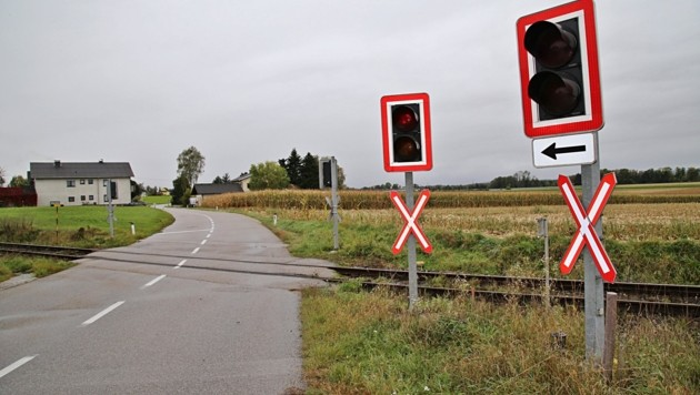 Statt Ampeln sollen in Roitham auch Schranken die Bahnübergänge sichern. Dagegen gibt es nun heftige Proteste. (Bild: Hörmandinger Reinhard)