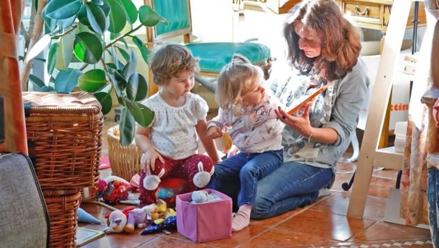 Die Kinderbetreuung ist nach wie vor eine Frauensache (Bild: Christof Birbaumer Kronenzeitung)