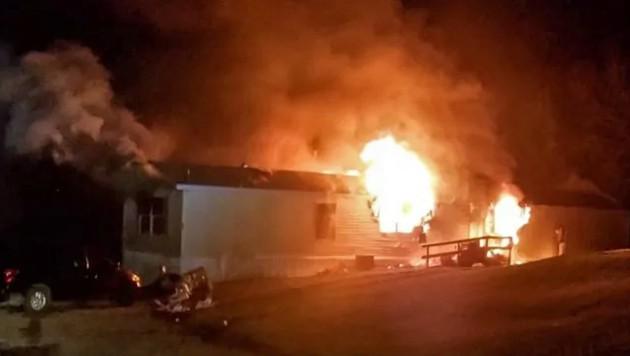 Im April kamen bei einem Wohnmobilstellplatz in der Nähe der Ortschaft Goodfield bei einem Brand fünf Menschen ums Leben. Der Gerichtsmediziner kam zum Schluss, dass das Feuer vorsätzlich gelegt worden sei. (Bild: Screenshot/YouTube.com)