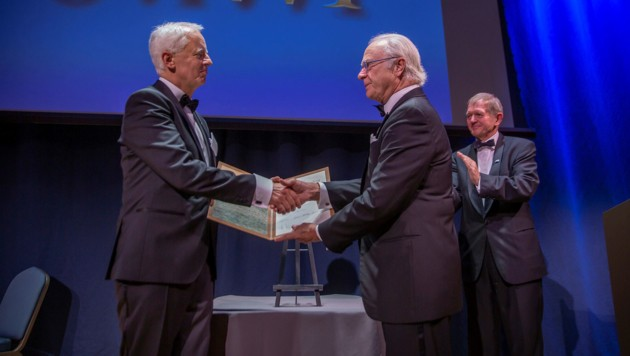 Gerhard Schickhofer (TU Graz) erhielt vom schwedischen König Carl Gustav den Marcus-Wallenberg-Preis (Bild: Johan Gunseus)