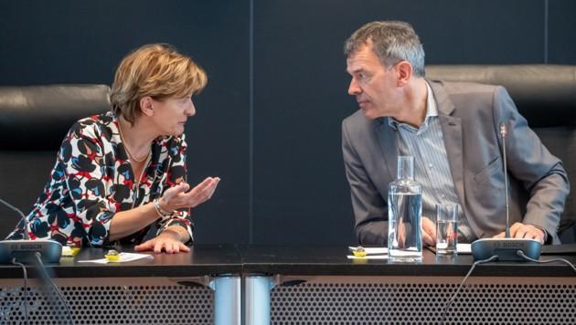 Christine Oppitz-Plörer und Bürgermeister Georg Willi während der Sitzung des Innsbrucker Gemeinderats (Bild: APA/EXPA/Johann Groder)