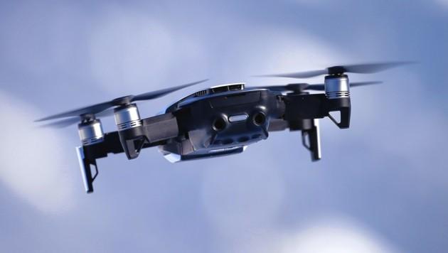 Eine Salzburgerin wollte sich online eine Drohne ähnlich dieser bestellen. (Bild: Tomschi Peter)