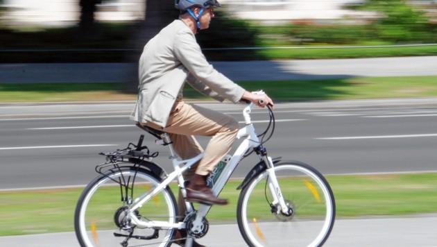 Beim Radfahren verletzte sich ein 81-Jähriger (Symbolbild) (Bild: Christian Jauschowetz)