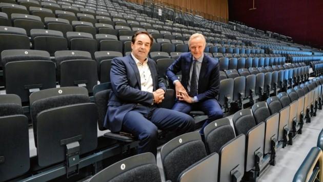 Riegler und Egger auf der neuen Tribüne der Stadthalle Graz (Bild: Christof Strimitzer)