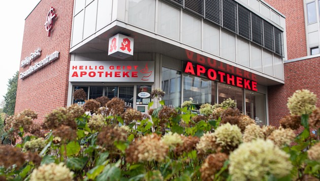 Gegen zwei Angestellte der Apotheke wird wegen fahrlässiger Tötung ermittelt. (Bild: APA/dpa/Federico Gambarini)