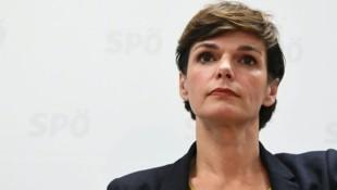"""SPÖ-Parteichefin Pamela Rendi-Wagner will mit einer """"Erneuerung"""" aus der Krise. Wie diese Frischzellenkur aber konkret ausschaut, weiß wohl noch niemand so genau ... (Bild: APA/HELMUT FOHRINGER)"""