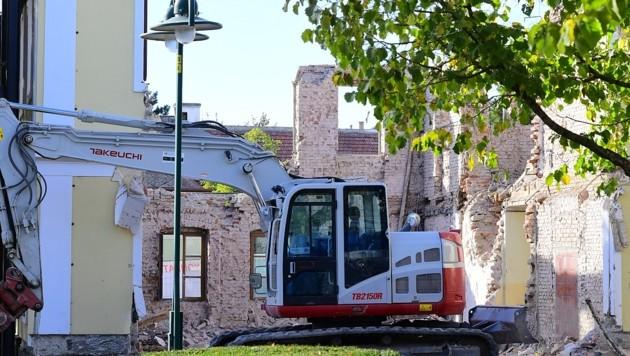 Die gesamte Innendecke des historischen Gebäudes wurde bei den Arbeiten versehentlich zerstört. (Bild: Kronen Zeitung)