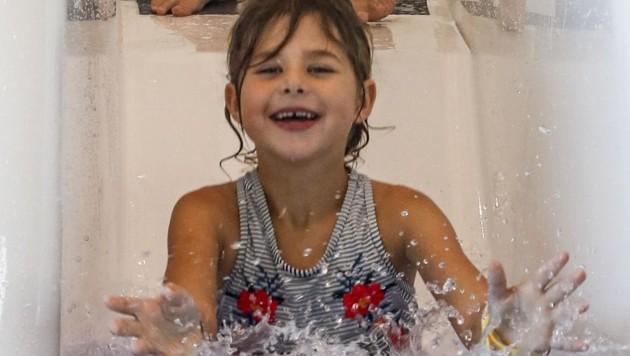 Nicht nur die Rutsche begeisterte die kleinen Badegäste. (Bild: Tschepp Markus)
