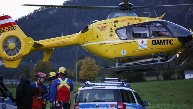 Einsatzkräfte aus Salzburg halfen bei der Suche. (Bild: Markus Leitner)