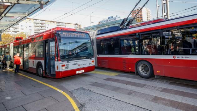 In einem O-Bus eskalierte Freitagabend ein Streit zwischen Fahrgästen. (Symbolbild) (Bild: Markus Tschepp)