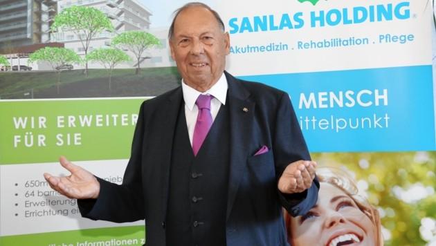 """Primarius Günter Nebel: Dem Arzt und Unternehmer wurde der Dach-""""Stein"""" für sein Lebenswerk verliehen. In seiner """"Sanlas Holding"""" sind zwölf Gesundheitszentren und zwei Hotels unter einem Dach. (Bild: Christian Jauschowetz)"""